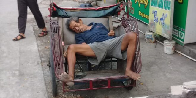 Heboh! Tukang Becak di Tlogosari Semarang Meninggal Dunia